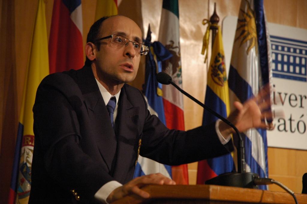 Presentación de Diego Delgrosi